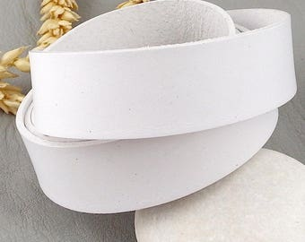 White 20mm flat leather high quality by 19cm
