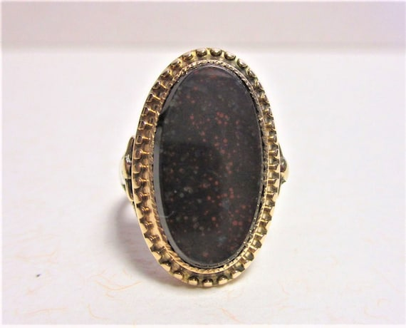 Gr 54 Solid 15 kt Gold and Bloodstone Signet Ring