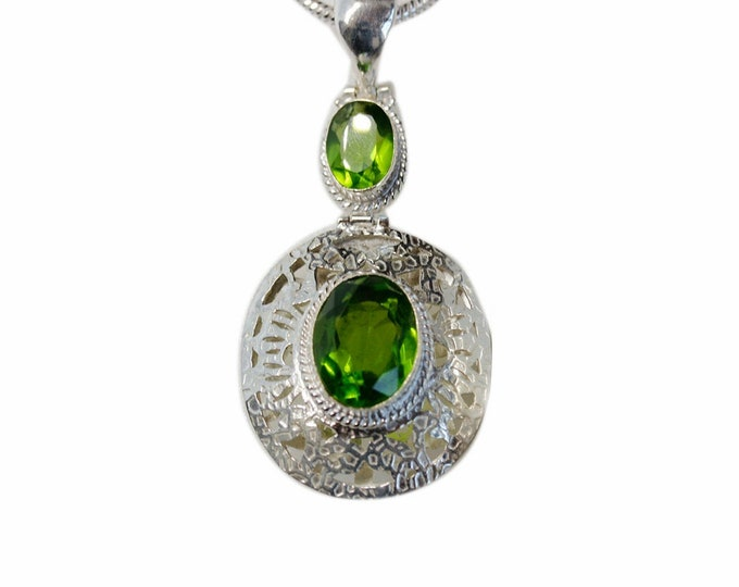 Antique Oval Cut Peridot Vintage 925 Sterling Silver + BONDED Copper Pendant Snake Chain & Worldwide Shipping p4590