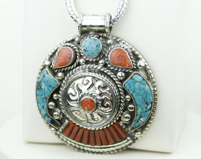 Round Shapped Turquoise Coral Native Tribal Ethnic Vintage Nepal Tibetan Jewelry OXIDIZED Silver Pendant + Chain P4337