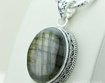 Oval Canadian LABRADORITE 925 S0LID Sterling Silver Vintage Style Setting Pendant + 4mm Snake Chain & Free Worldwide Shipping p2538
