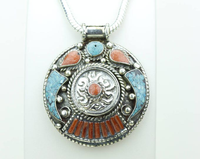 Happy days are here Again! Turquoise Coral Native Tribal Ethnic Vintage Nepal Tibetan Jewelry OXIDIZED Silver Pendant + Chain P3937