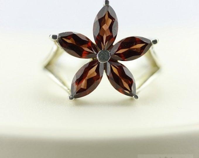 Size 7.5 FLOWER SHAPED GARNET (Nickel Free) 925 Fine Sterling Silver Ring & Free Worldwide Express Shipping r29