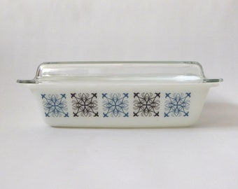 Pyrex JAJ Chelsea space saver 542. Oblong casserole dish, 3 pint. Vintage 1960s blue black & opal glass. Baking/serving tableware. Retro 70s