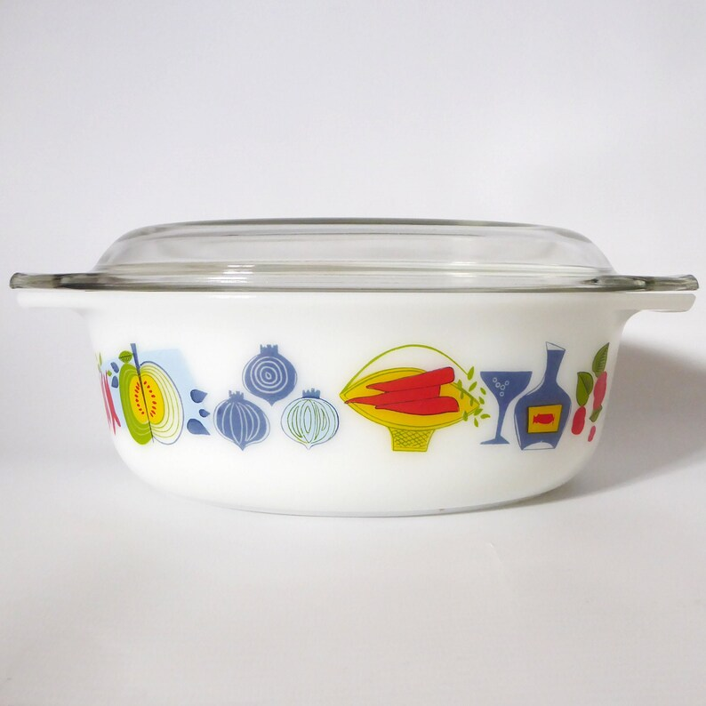 Pyrex JAJ Fiesta 2.5 pint oval lidded casserole dish. Vintage image 0