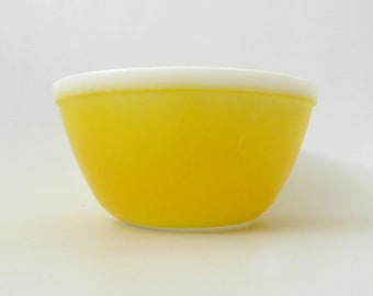 """1970s Pyrex JAJ bright yellow mixing bowl, Rainbows. Vintage 1.5 pint James Jobling opal glass. #702 6.5"""" wide. Retro mid-century cooking"""