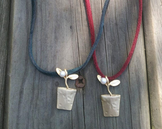 Golden Pendant Choker Necklace, Fake Suede with Flower Pot Pendant, Adjustable Fake Suede Choker Necklade