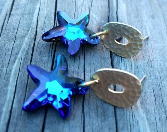 Starfish Earrings made of Swarovski Crystal in an intense Bermuda Blue.  Mat Gold Earrings with Swarovsy Crystal Starfish.
