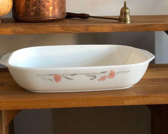 pyrex JAJ serving casserole Silver Leaf / Silverleaf retro tablescape made in England design pink and silver