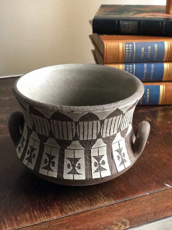 Ulla Winblad for Alingsås Keramik brown pottery with white relief pattern signed studio pottery