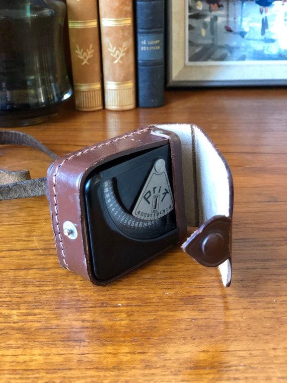 Prix light reader sensor Bakelite with original leather case