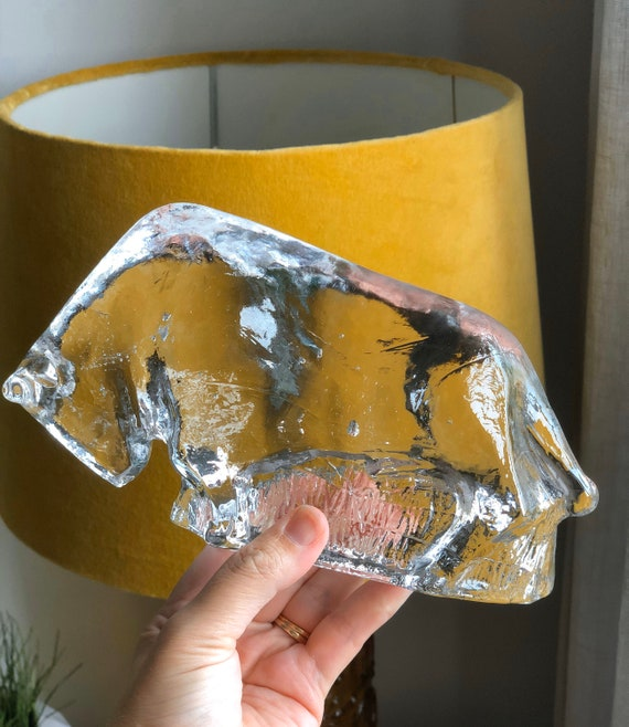 Crystal glass bull sculpture figurine Pukeberg  Sweden designed by Uno Westerberg  in the 1960s
