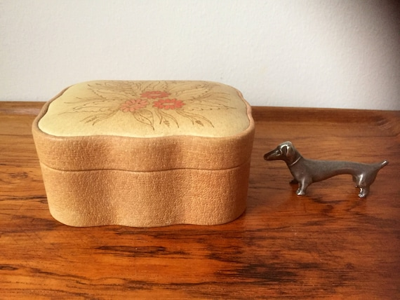 Vintage leather Scandinavian keepsake box 1940s flowers fully lined handcrafted Còsagach