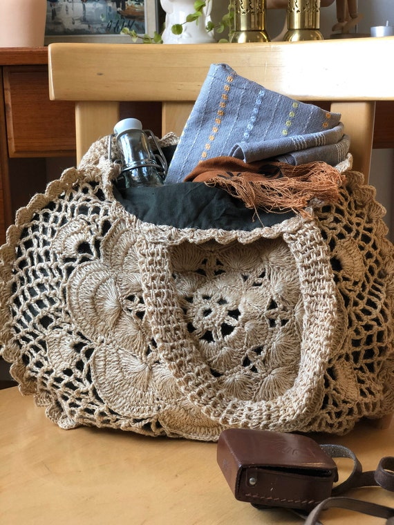 Round Boho bag crocheted tote market bag light cream purse macrame
