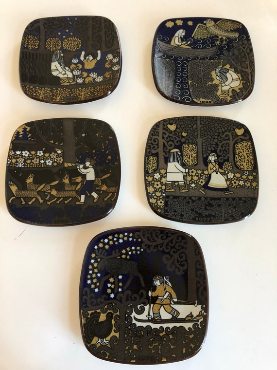 Arabia collectable plates by Raija Uosikkinen 5 years available 1977 1978 1979 1980 1981