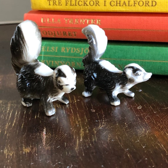 Kitchy Skunk couple hard plastic figurines miniature figurines Cute skunks