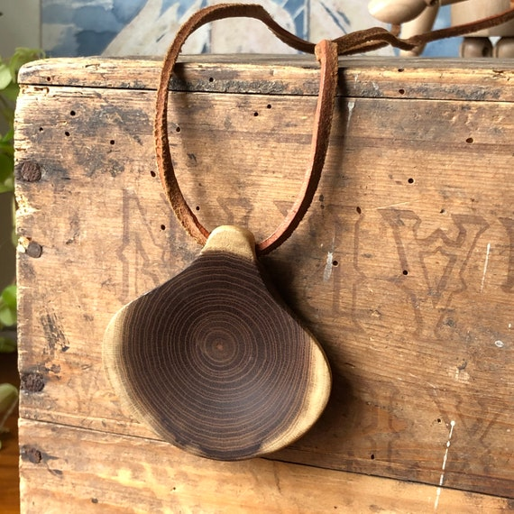 Vintage Swedish wooden pendant necklace with leather adjustable strap