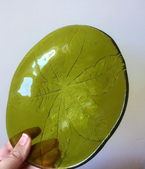 Pair of kosta boda avacado green crystal dessert side plates party leaf series 1970s anna warff / göran wärff