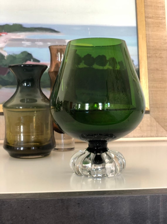 Åseda Bo Borgstrom vase vibrant green handblown glass
