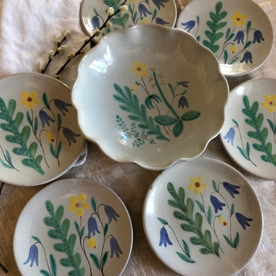 Set of 6 Ekeby plates and 1 serving bowl designed by Anns Lisa Thomson sandwich plates 1930s white floral stoneware/swedish pottery