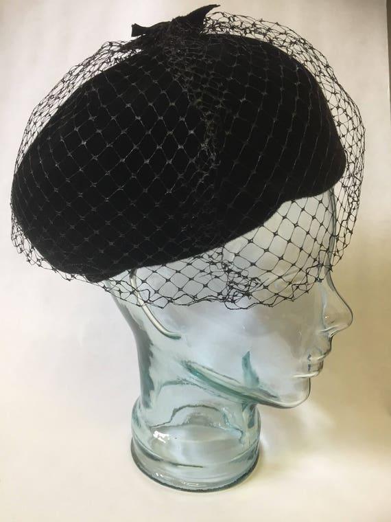 Steampunk/Vintage/black/flet/1940s/hat/net/velvet details/cloche/netting