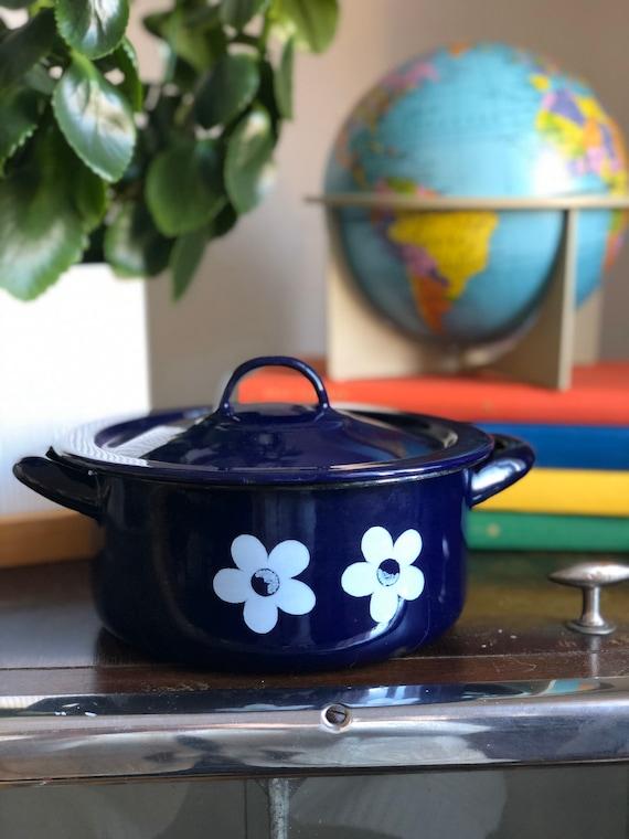 Vintage enamel pot blue with white flowers with lid enamel retro midmod kitchen blue Sweden Scandinavia