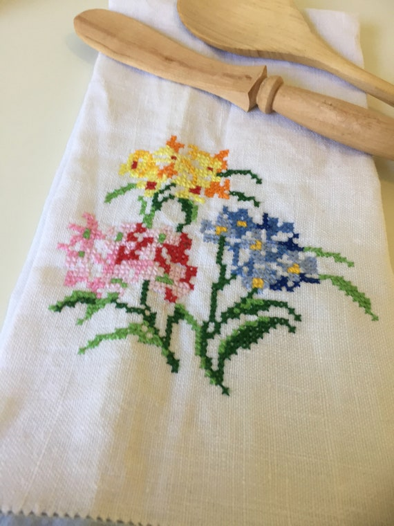 Scandinavian/floral embrodiery cross stitch/hand towel/embroidered/linen/flowers