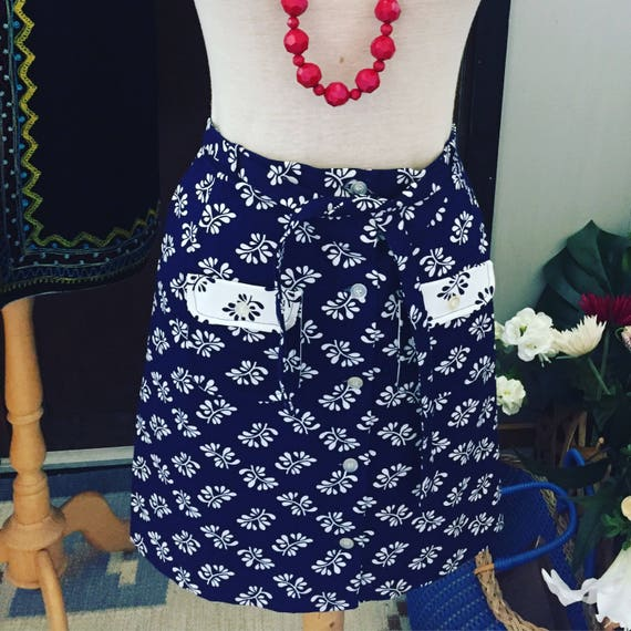 Vintage flower button down skirt Janstorp design flowery navy and white nordic island preppy skirt weekend at the lake skirt size 4 USA