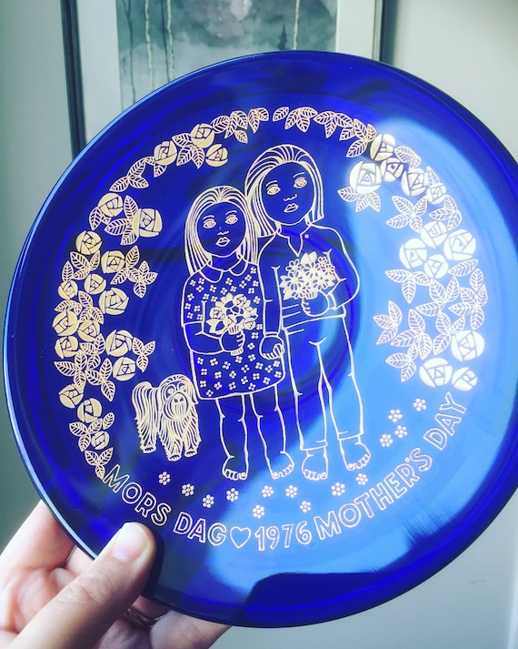 Orrefors colbalt blue gold 1976 mors dag mother's day collectors plate Scandinavian crystal blue glass