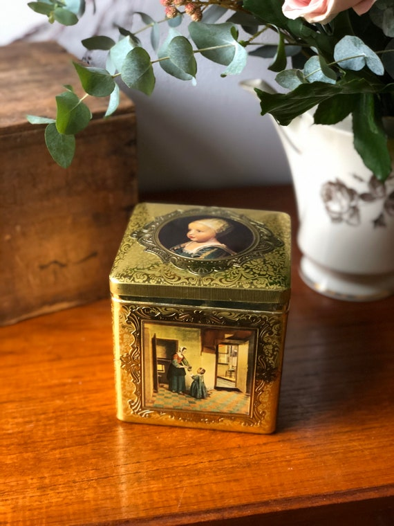 Vintage gold Dutch collectible tin of famous painters /paintings made in Holland Dutch painters container biscuit tin