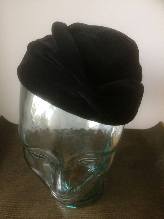 Swedish velvet hat 1940s turban style in black soft and lux