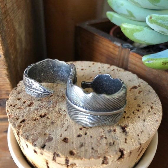 Vintage pewter double two finger ring in feather pattern Scandinavian fairy