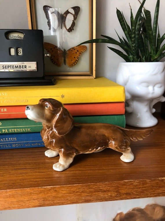 Victorian long haired wiener dog dachshund porcelain dog figurine 1950s excellent condition made in germany