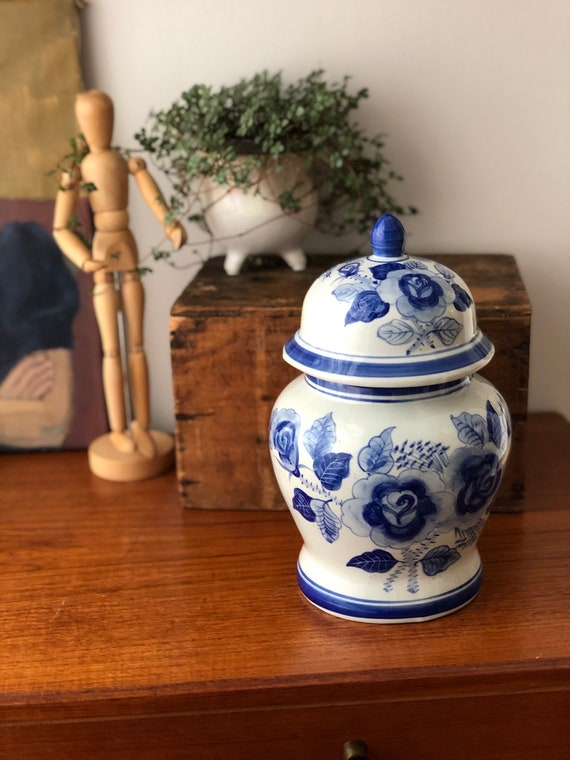 Vintage Chinese ginger blue and white jar Colonial style Asian urn pottery jar lidded canister pot with lid signed chinoiserie