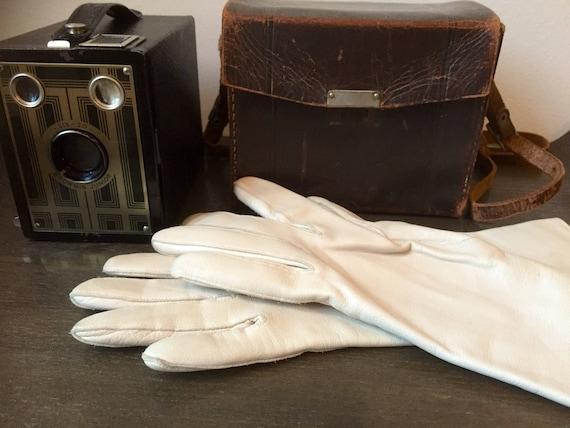 Cream calfskin butter soft greige leather vintage driving gloves size 6 1/4