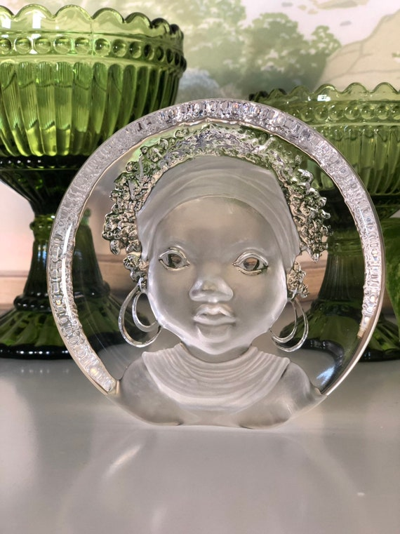 Mats Jonasson beautiful young African girl crystal engraved signed paper weight art glass Royal Krona group Sweden signed