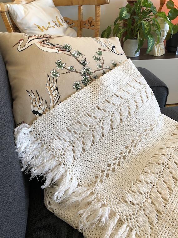 Vintage runner tablerunner boho crochet macrame midcentury modern style Scandinavian natural fibers hygge fringe