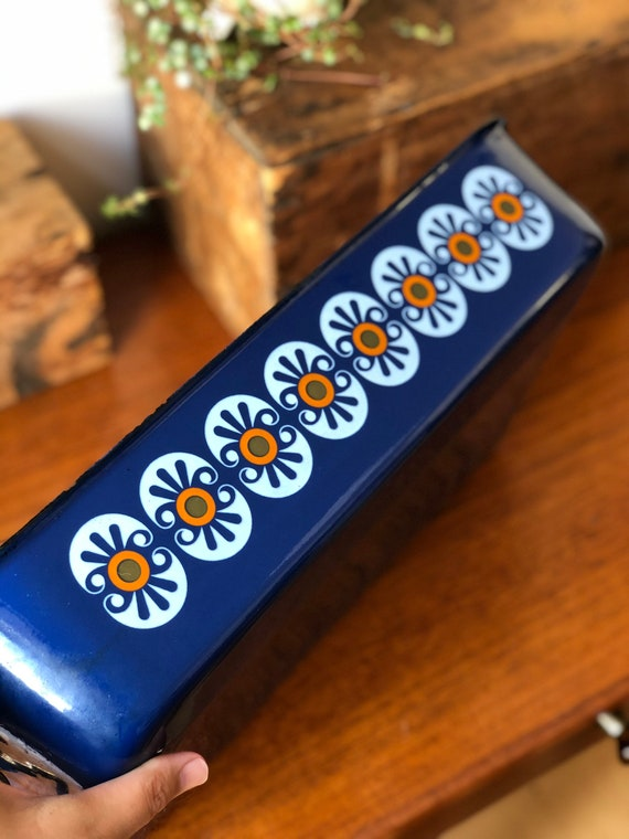 Vintage baking pan dish enamelware oven to table retro flower pattern on bright blue