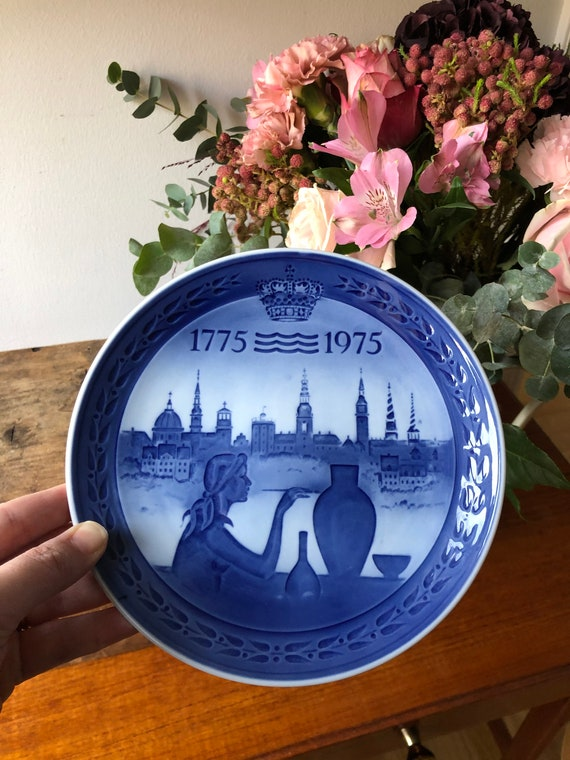 Vintage Royal Copenhagen bicentennial plate 1775 - 1975 commemorative Denmark blue and white
