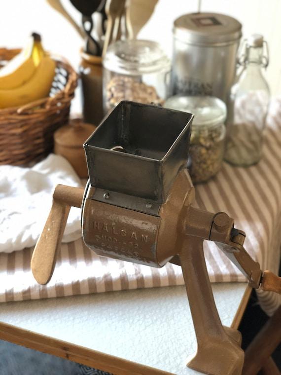 Vintage Swedish 1940s Hälsan kitchen tool Grinder Grater