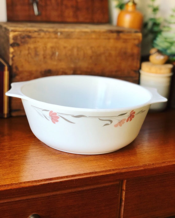 pyrex JAJ serving bowl casserole Silver Leaf / Silverleaf retro tablescape made in England design pink and silver
