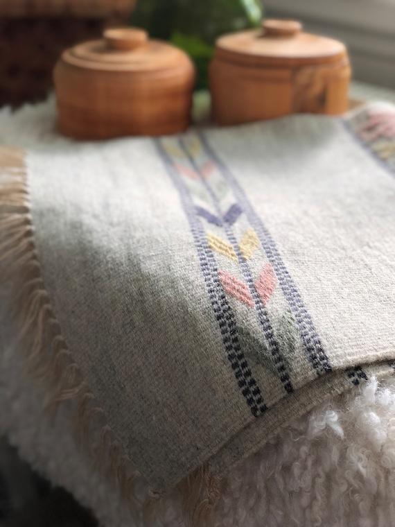 Handwoven tapastry kilim rug wool wallhanging / table runner nordic Scandinavian grey pink