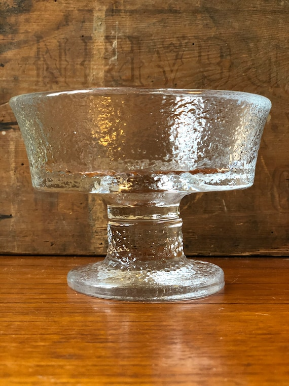 Pukeberg glass bowl on pedestal from Daisy series