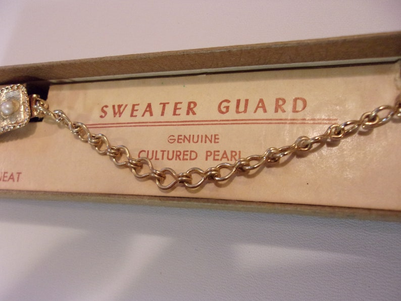 sweater guard clips,genuine cultured pearls,vintage,original packaging,gold tone finish,chain and clips,brushed satin finish,accessories