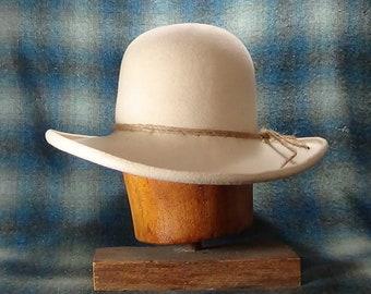 9b42432cb2cf1 Felt cowboy hat