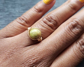 August Birthstone Ring/Peridot Wire wrapped ring/August Jewelry/Peridot jewelry/Peridot Birthstone Ring/Gift for her/Dainty wire ring/Wire