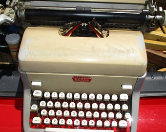Vintage Royal Typewriter With Case