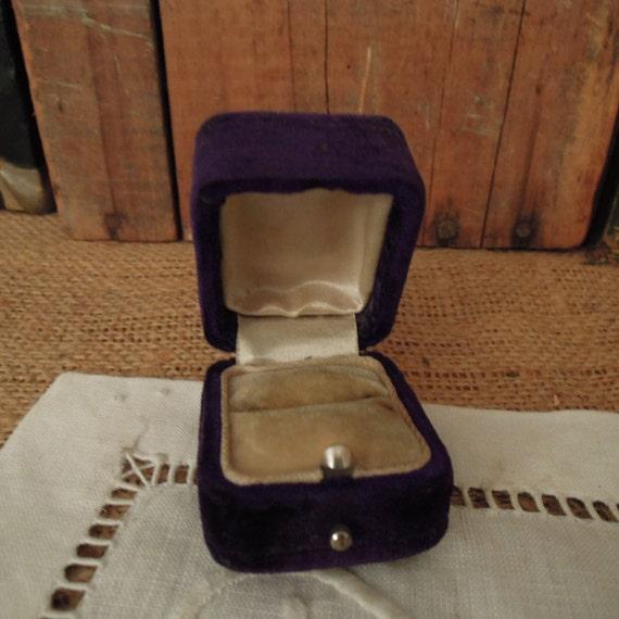 Vintage Victorian Purple Velvet Ring Box / Weddin… - image 2