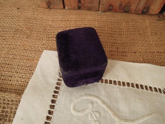 Vintage Victorian Purple Velvet Ring Box / Weddin… - image 4
