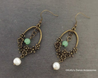 Oval flower dangle earring with freshwater pearls and green glass beads. Antique bronze.